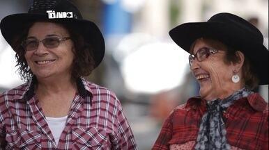 Depois de aposentar, uberlandenses se dedicam a música - Dupla sertaneja faz apresentações de graça em Uberlândia