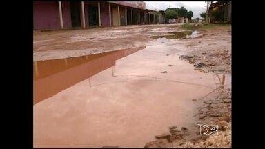 Em Imperatriz, problemas de infraestrutura prejudicam alunos no período de volta às aulas - Buraqueira e lama comprometem mobilidade dos alunos às escolas.