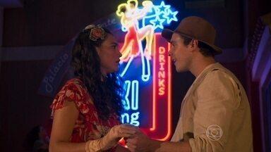 Candinho e Filomena se reencontram - Ernesto é rude com a dançarina e ela acaba sendo amparada pelo seu amor de infância