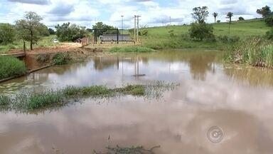 Cheia do rio São José dos Dourados espantou crise hídrica em Mirassol - A cheia do rio São José dos Dourados fez bem para Mirassol. Depois da chuvarada, o rio subiu um metro e levou para longe o sofrimento da seca na cidade.
