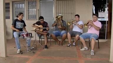 Associação de bairro em Campo Grande promove atividades durante férias - A Associação de Moradores do bairro Coophavila 2, em Campo Grande está promovendo aulas de música, dança e ginástica para pessoas de todas as idades durante as férias. E tudo de graça.