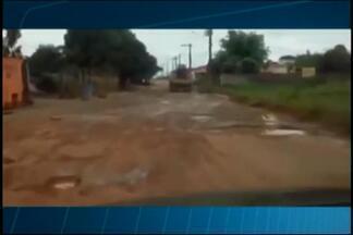 Buracos em via de Bambuí geram reclamações - Moradora enviou vídeo para mostrar a situação. Produção do MGTV tentou contato com prefeito, mas ligações não foram atendidas.