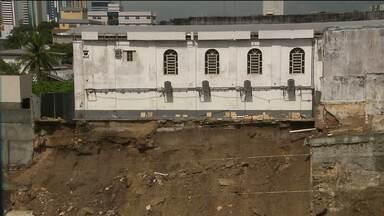 Igreja é interditada após deslizamento de terra em obra em Campina Grande - O problema aconteceu depois das chuvas.