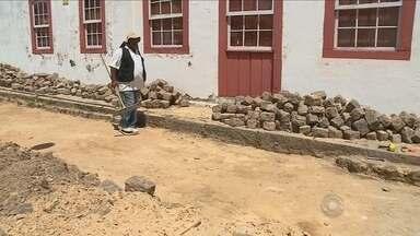 Durante obra, pavimento do século 19 é descoberto em Laguna - Durante obra, pavimento do século 19 é descoberto em Laguna