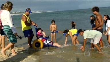 Jovem reencontra o mar quatro anos após acidente - Kiko foi atropelado há quatro anos atrás no Humaitá e ficou com sequelas. Ex-surfista, o jovem reencontrou o mar após quatro anos. Confira.