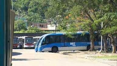 Empresa de ônibus fecha e deixa passageiros a pé - A Algarve operava 22 linhas na Zona Oeste e atendia 390 mil passageiros. Muita gente reclamou da falta de aviso. Consórcio disse que fez um plano de contingência.