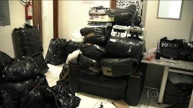 Polícia apreende meia tonelada de drogas em chácara na região metropolitana de SP - Na chácara em Ribeirão Pires também foram encontradas motos, carros roubados, armas e muita munição.