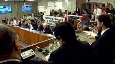 Autoridades e moradores pedem providências da Samarco após rompimento de barragem - Representantes da Samarco participaram da audiência, na Assembleia Legislativa de Minas Gerais, com a presença de deputados. A empresa garante que está atendendo às demandas.