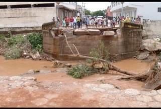 Chuva causa estragos em Monte Azul, no Norte de Minas - Chuva derrubou postes e invadiu casas e lojas.
