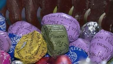 Autônoma investe na produção de chocolates para garantir lucro antes da Páscoa - Para garantir um lucro maior, os materiais das embalagens foram comprados no ano passado com um preço menor.