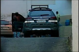 Casal foi morto em Araxá com mais de 100 facadas após desentendimento - Quatro já foram presos; sendo que dois são ex-funcionários de vítima. Caminhonete roubada na casa foi encontrada em Uberaba.