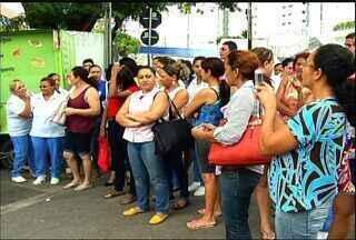 Servidores do Hospital Regional do Cariri cobram pagamento de salário em protesto - Grupo não recebe salários desde dezembro.
