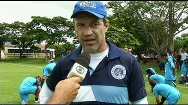 Romerito vê elenco pronto para campanha do Goianésia no estadual - Jogador até o ano passado, ele agora assume função de técnico e espera bom apoio no estádio Valdeir José de Oliveira