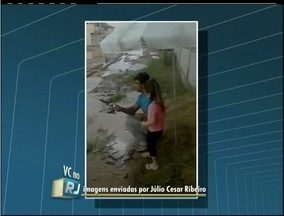 Moradores denunciam água empossada e entulho acumulado no interior do Rio - Telespectador participam do RJ Inter TV 1ª Edição pelo WhatsApp.