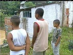 Obras paradas de conjunto habitacional preocupam famílias vítimas da tragédia na Serra - Famílias de Areal ainda moram de aluguel.