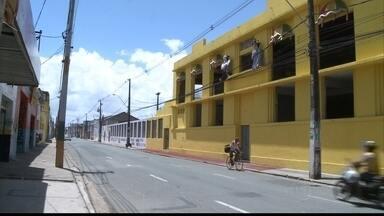 Parte da fiação elétrica no percurso do Galo, no centro do Recife, é embutida - Objetivo é evitar acidentes. Ações foram divulgadas nesta quinta-feira (28) pela Celpe, Compesa e Emlurb