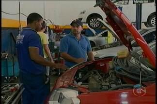 Buraqueira nas ruas de Petrolina leva ao aumento no número de carros danificados - Ruim para os motoristas, mas excelente para os donos de oficinas