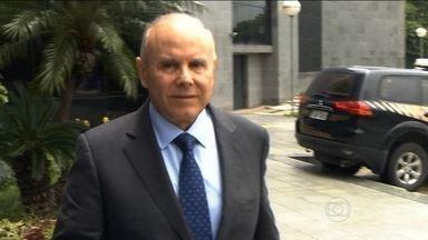Guido Mantega presta depoimento em investigação da Operação Zelotes - Guido Mantega presta depoimento como testemunha na Operação Zelotes que investiga a suposta compra de medidas provisórias.