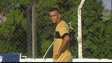 Pingo é apresentado no Botafogo-PB nesta quarta-feira - O atacante Pingo é a nova aposta do time e promete trazer bons resultados na nova temporada do time.