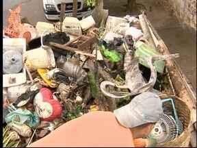 VEM e Vigilância Sanitária recolhem lixo em casa do Parque Shiraiwa - Operação durou toda a manhã deste sábado (30).