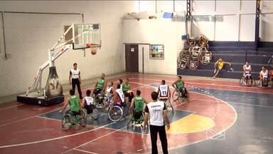 Jogadores participam de desafio de basquete para cadeirantes em Imperatriz, MA - Jogadores participam de desafio de basquete para cadeirantes em Imperatriz.