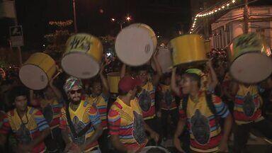 Jaraguá Folia leva multidão pelas ruas de Maceió - Festa arrastou foliões de todas as idades.