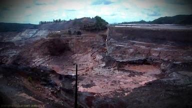 Imagens exclusivas mostram novo desabamento em Mariana - Autoridades temem que as estruturas das barragens da região sejam novamente comprometidas. Desabamento ocorreu na quarta desta semana.