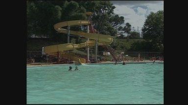 Parques aquáticos divertem e atraem famílias e pessoas de todas as idades - Parques aquáticos divertem e atraem famílias e pessoas de todas as idades