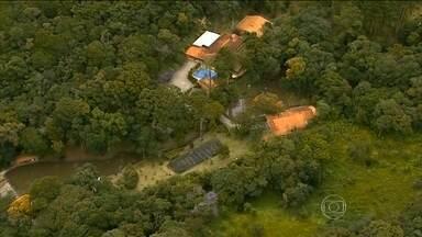 Documentos revelam que Lula e família viajaram 111 vezes a sítio em Atibaia (SP) - Informações do Portal da Transparência do Governo Federal mostram que as viagens da família Lula ao sítio em Atibaia, no interior de São Paulo, foram frequentes desde 2012.