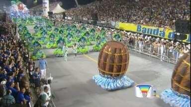 Ilhabela foi tema da Vila Maria - Escola desfilou no sambódromo em SP na madrugada deste sábado.