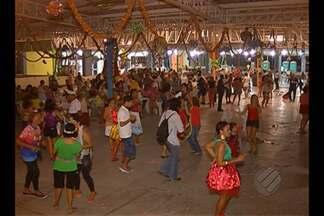 Marchinhas dos antigos carnavais animaram o público que foi ao Centur - Festa foi realizada na última sexta-feira, 5.