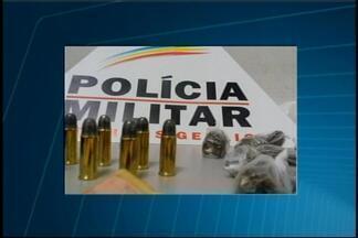 Jovem que escondia drogas em galinheiro é preso em Pará de Minas - Prisão ocorreu após denúncia anônima, diz PM. Ele foi encaminhado para a Delegacia de Polícia.