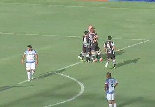 Goool do Ceará! Aos 12 Thiago Carvalho faz o primeiro do Ceará - Após cobrança de falta, Thiago Carvalho recebe na área e dá um tapa para o gol. Ceará 1x0 Tiradentes.