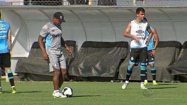 Grêmio se prepara para enfrentar o Coritiba pela Primeira Liga neste domingo (7) - Assista ao vídeo.