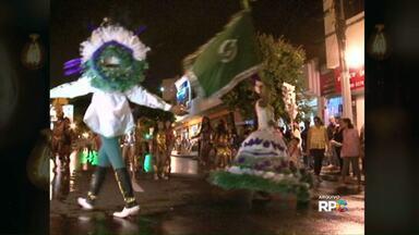 Pelo segundo ano consecutivo a única escola de samba de Umuarama não vai sair na avenida - Segundo os fundadores da escola de samba Unidos da Vila Tiradentes, a falta de apoio é o principal motivo para não ter desfile de carnaval em Umuarama.