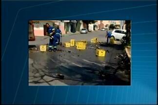 Moradora registra queda de engradados de cerveja em Divinópolis - Registro ocorreu na tarde deste sábado (6), no Bairro Bom Pastor. Não houve feridos e nem bloqueio do trânsito.