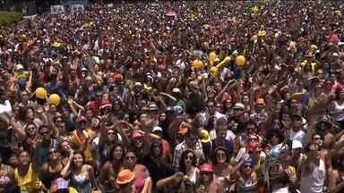 Desfile dos blocos de rua em São Paulo ganha mais força este ano - São mais de 350 blocos inscritos, 30% a mais do que no ano passado. A prefeitura prevê que 2 milhões de pessoas vão participar da folia.