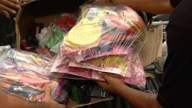 Grupo realiza rally para entregar donativos à comunidades carentes - 'Rally da Solidariedade' doa roupas, alimentos e brinquedos após trajeto. Mais de 250 pessoas saem de Goiânia com destino a Montalvânia (MG).