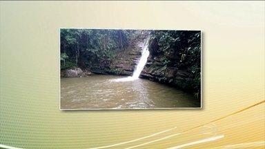 Raio deixa um morto e 30 feridos em Minas Gerais - Quando a chuva começou, em Santana do Garambéu, mais de 80 pessoas estavam em volta de uma cachoeira. Segundo os bombeiros, todos estavam fora da água, mas mesmo assim, uma pessoa morreu.