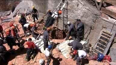 Operário fica sete horas soterrado numa obra em Santana, zona norte da capital - Fabrício Alves trabalhava num buraco de 12 metros de profundidade. Houve um deslizamento de terra. Após uso de escavadeira e trabalho dos bombeiros, o operário foi retirado desacordado. Ele morreu no hospital.