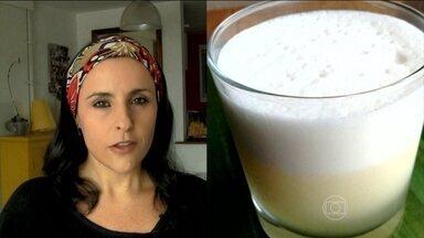 Suco ajuda a hidratar o corpo e repor as energias depois do carnaval - A receita do suco leva um copo de água de coco, duas pedras de gelo, duas fatias de abacaxi e uma colher de sopa de mel. Bata tudo no liquidicafor.