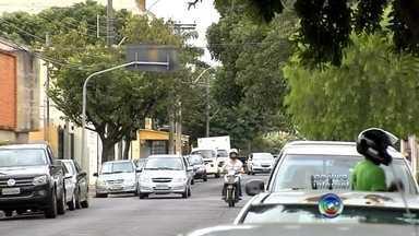 Prefeitura de Araçatuba vai aumentar número de vagas do estacionamento rotativo - A Prefeitura de Araçatuba (SP) anunciou, na quinta-feira (11), que vai aumentar o número de vagas do estacionamento rotativo na cidade. A mudança ocorre menos de um mês depois da empresa que administra a zona azul aumentar o preço das tarifas em 13%.