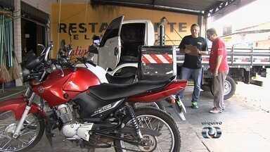 Comerciante recebe multa por pilotar moto sem cinto de segurança, em Goiás - Ele diz que só anda de carro e não passa pelo local da multa há 10 anos. Agetop disse que erro deve ter acontecido no momento de cadastrar infração.