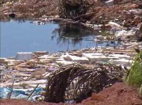 Empresa de entulhos do setor Água Boa é notificada por descumprir exigências - Empresa de entulhos do setor Água Boa é notificada por descumprir exigências
