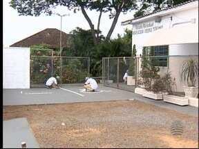 Detentos participam de pintura de escola de Prudente - Atividade aconteceu na Penitenciária de Montalvão.