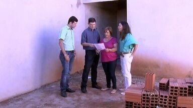 Associação de Engenheiros de Penápolis faz ações para combater o Aedes aegypti em obras - Em Penápolis (SP), a Associação de Engenheiros e Arquitetos também está ajudando no combate ao Aedes aegypti. O pessoal está desenvolvendo ações para evitar o aumento no número de mosquitos.