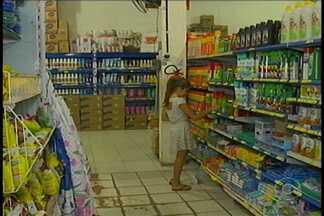 Venda de inseticidas cresce em Petrolina - A população está preocupada em combater mosquitos