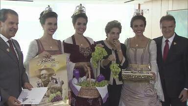 Comitiva da Festa da Uva se encontra com Dilma - Organizadores do evento fazem convite oficial para a presidenta.