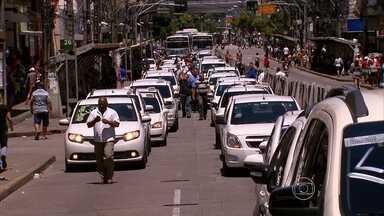 Taxistas protestam por mais segurança no Recife - Categoria também dialogou com o secretário de Defesa Social, Alessandro Carvalho