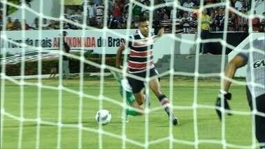 Santa Cruz vence o América-PE por dois gols - Em disputa no Hexagonal do Título, Santa marcou quatro gols e América, dois.